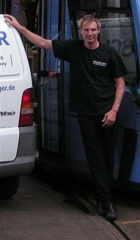 DJ Bernd vor einer Tramparty